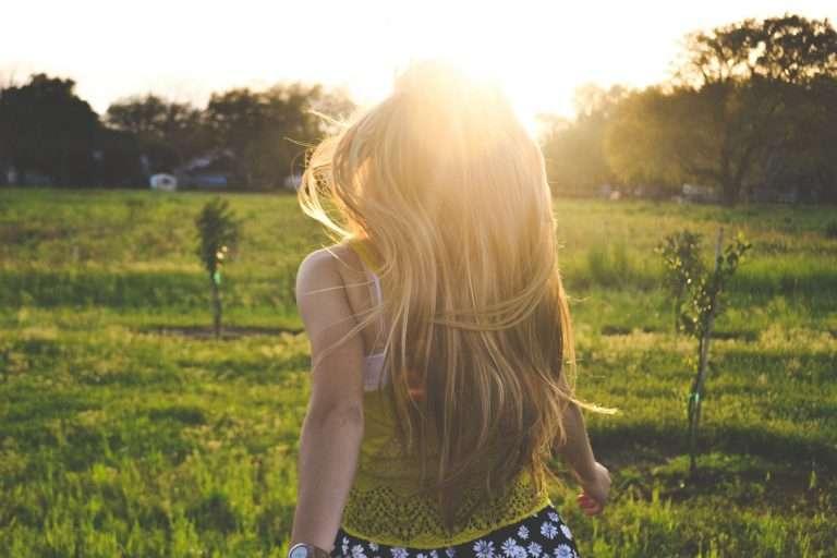 <h6>Sunset on field</h6><p>Lorem ipsum dolor sit amet, consectetur adipiscing elit.</p>